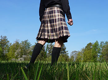 In Ireland readzmade kilt, Stewart Navy tartan